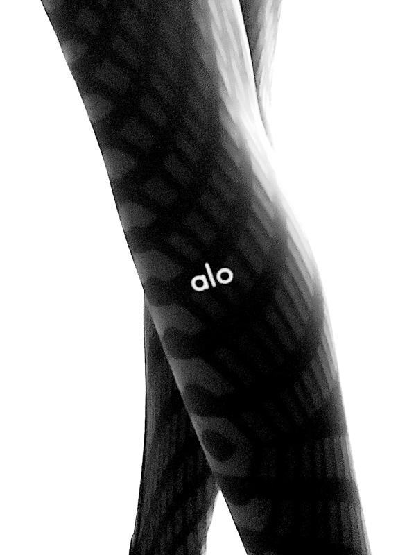 Alo Yoga | טייץ שחור אבסטרקטי אלו יוגה