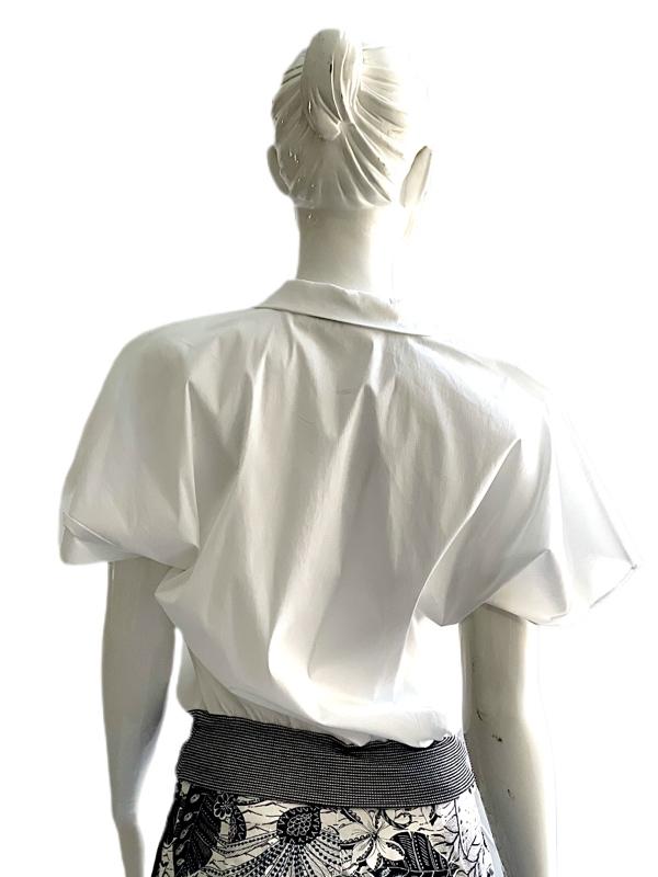 Biancoghiaccio | חולצה לבנה ביאנקוג'אצ'יו