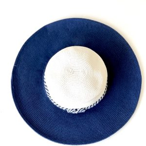 August Hat | כובע כחול/לבן אוגוסט הט