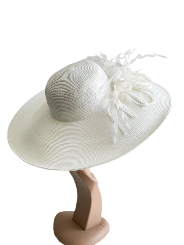 August Hat   כובע לבן נוצות אוגוסט הט