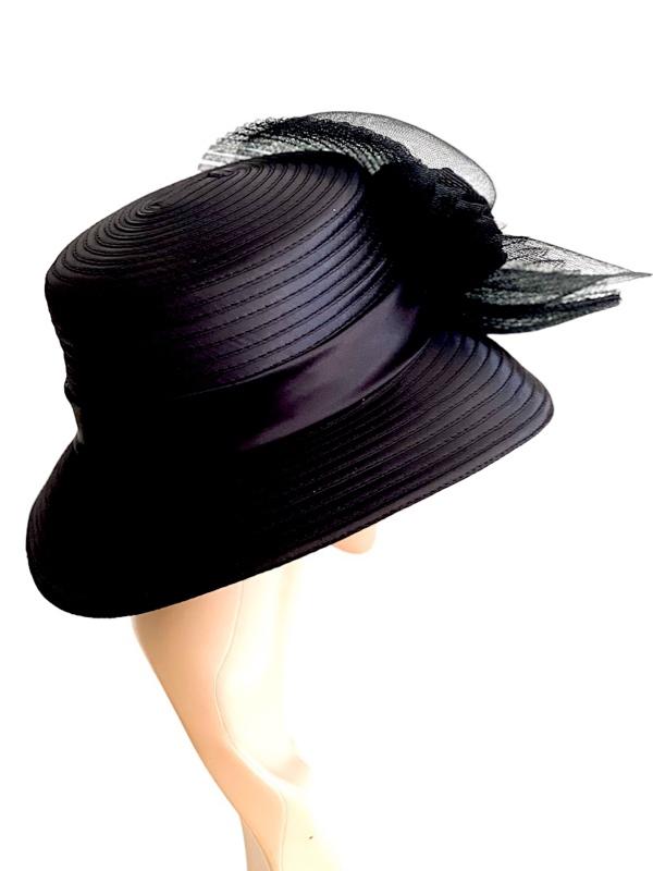 August Hat | כובע שחור מעוצב בפרח אוגוסט הט