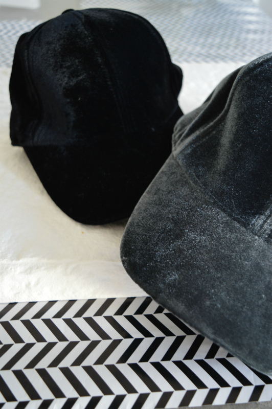 Echo | כובע קסקט קטיפה שחור אצ'ו