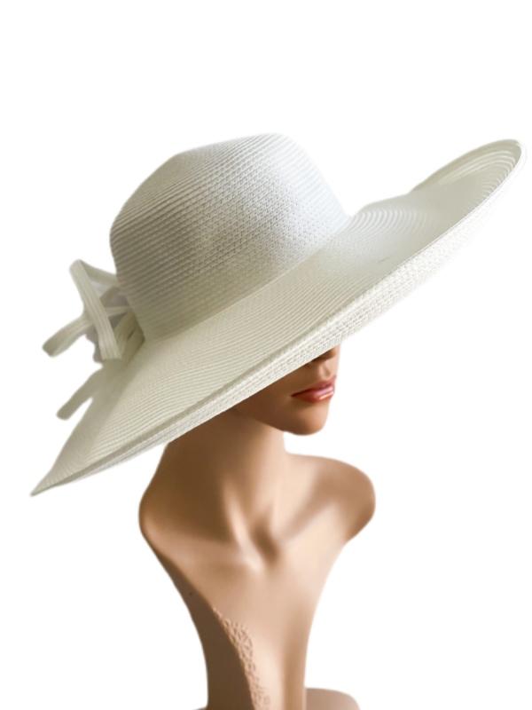 August Hat   כובע לבן פרח אוגוסט הט