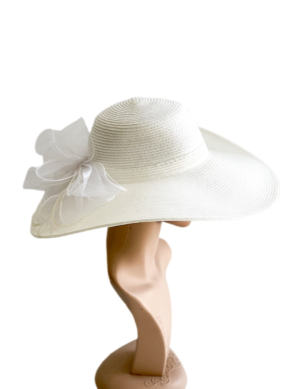 August Hat   כובע לבן אוגוסט הט