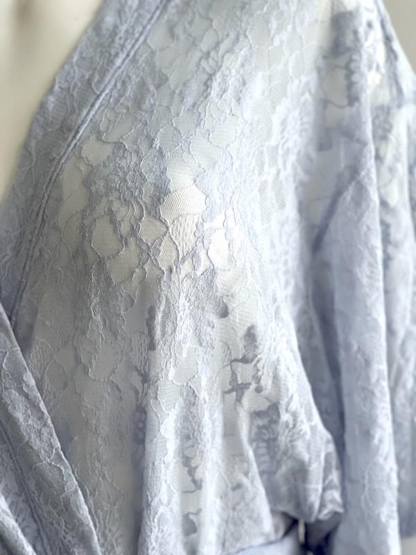 Josie Natori | חלוק תחרה כחול ג׳וזי נטורי